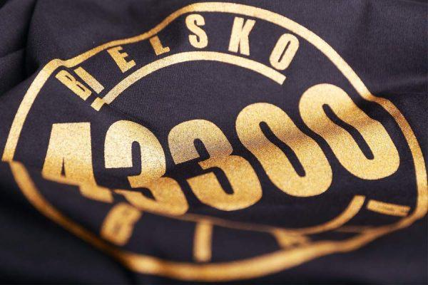 koszulka-bb43300-wmn-czarna-logo